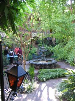 courtyard-in-napa